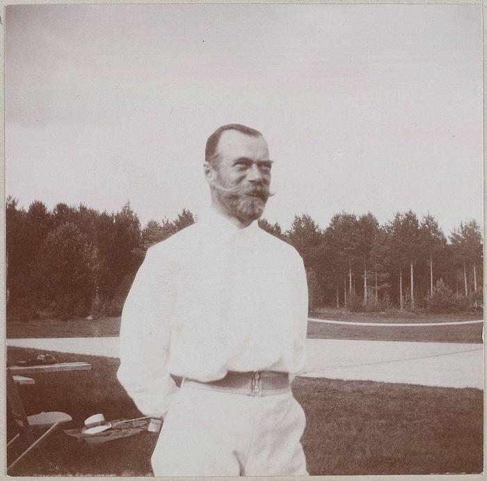 Император Николай Александрович на теннисном корте (1913 г.) с морскими офицерами