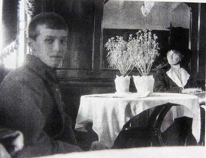 Императрица Александра Федоровна с Наследником-Цесаревичем. 1918 г.