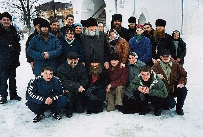 Старец Ипполит с паломниками из Осетии