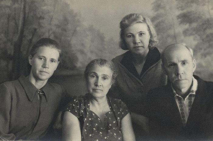 Вера, Зина, Тамара и Анатолий 1957 год г. Хвалынск