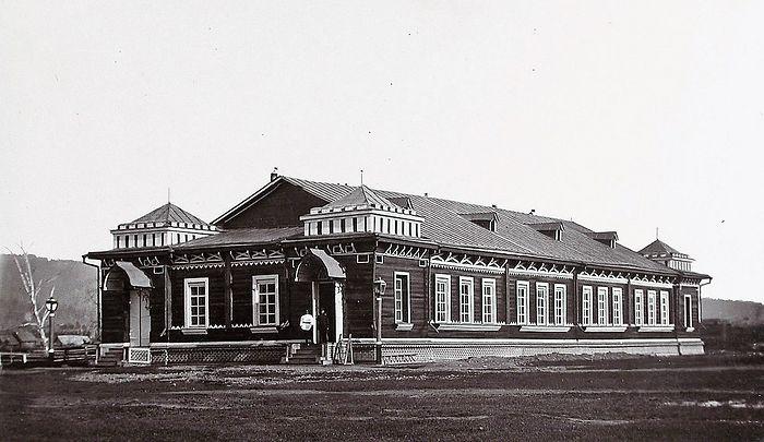 Вид здания военной казармы. Село Рыковское
