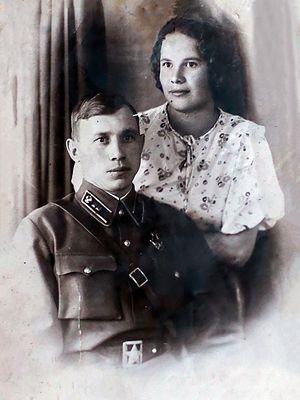 Мама Александра с первым мужем Георгием Ушаковым (погиб в 1942 г.)