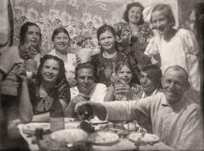 Коллективное фото родственников и друзей за несколько дней до войны