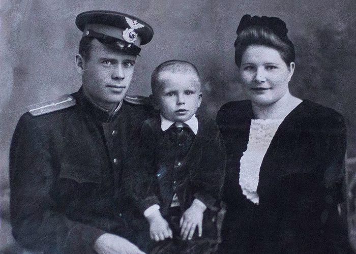 Иван Шендриков с семьей. В мае 2018 г. ему исполнится 99 лет. Держал этот Великий Пост, как и все предыдущие посты, причастился на Пасху