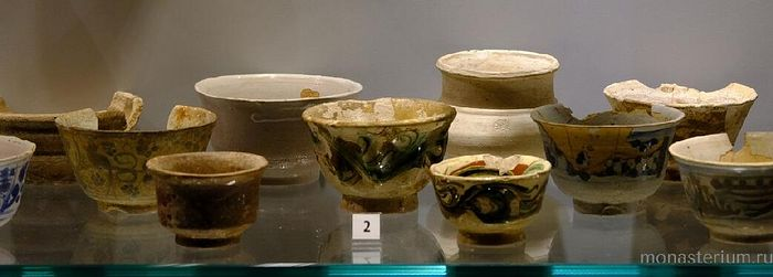 Древние керамические сосуды, найденные при археологических раскопках