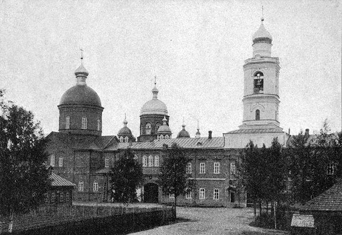 Леушинский монастырь в период расцвета в начале XX века. Фото предоставлено протоиереем Геннадием Беловоловым