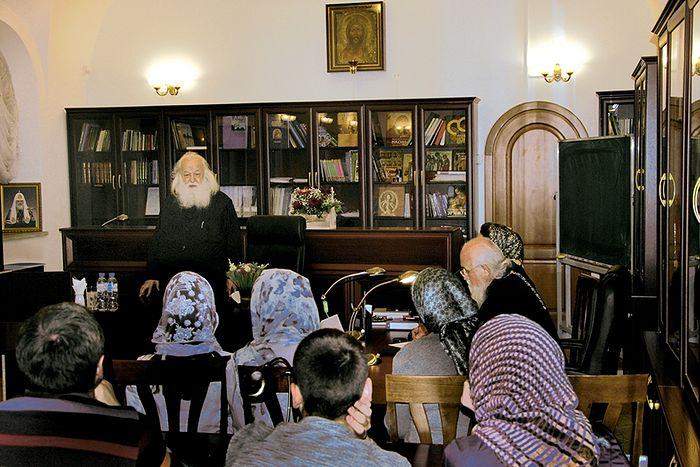 Отец Валериан с родителями и учителями православной гимназии ЛАДАНКА