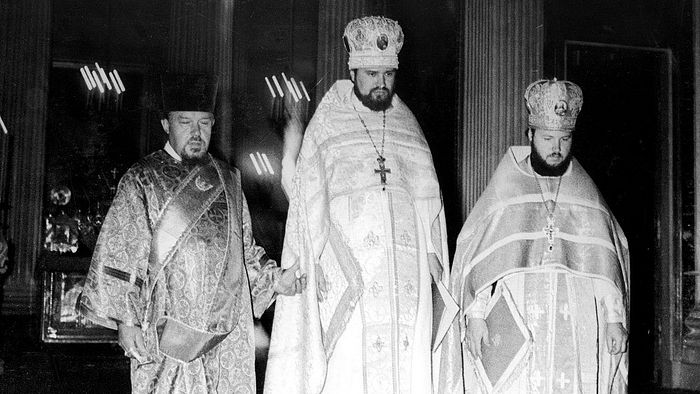 Протодиакон Андрей Мазур, будущий епископ Антоний (Завгородний) и будущий Святейший Патриарх Кирилл, 1975 год