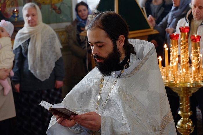 Священник Роман Савчук