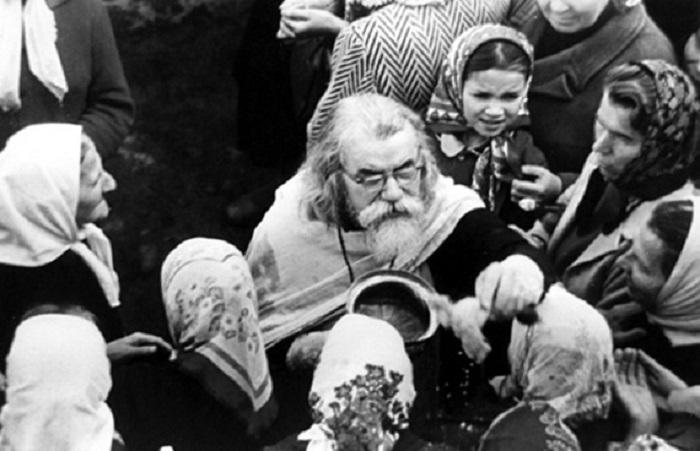 Отац Јован (Крестјанкин) са ходочасницима