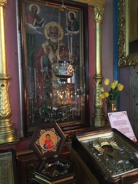 Чудесная икона святителя Николая Чудотворца, образ которого проявился на стекле киота