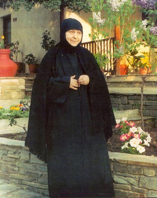 Gerondissa Macrina.