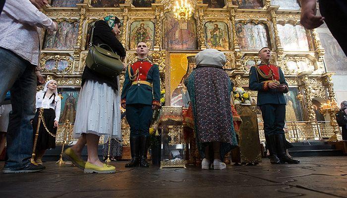 Очередь к мощам святителя Луки Крымского в Донском монастыре Москвы. Фото: Юлия Маковейчук
