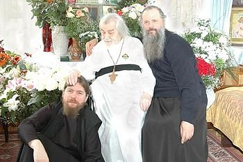 Archimandrite John (Krestiankin) and Hieromonk Tikhon (Shevkunov). Photo: Pravoslavie.ru