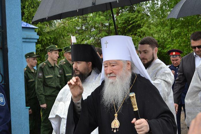о.Феофан слева от владыки Ювеналия