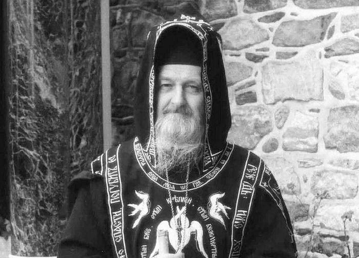 У ворот Свято-Пантелеимонова монастыря, святая гора Афон . Фото: Сергей Горбунов