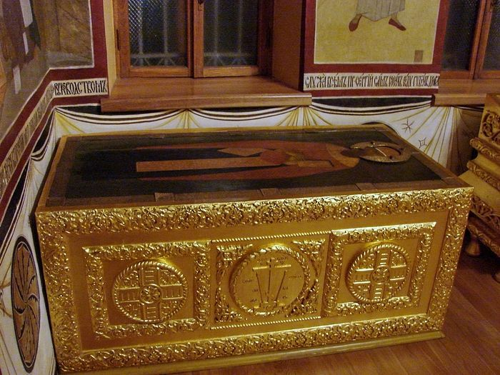 Мощи преподобного Дионисия в Серапионовой палате