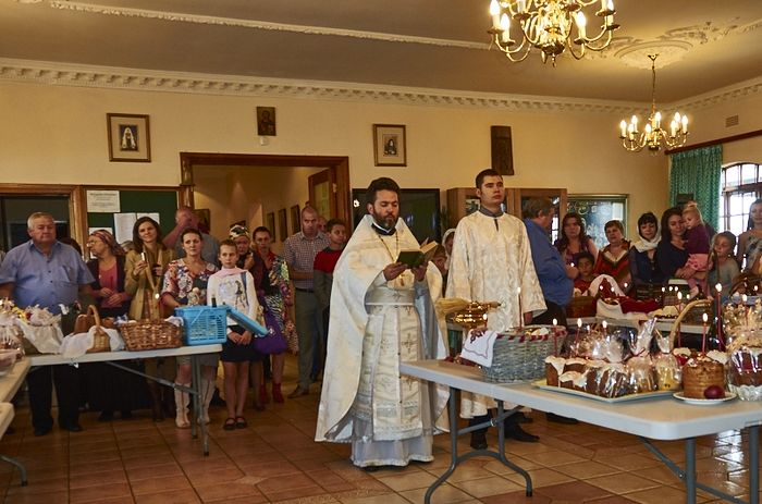 Blessing of kulich on Holy Saturday.