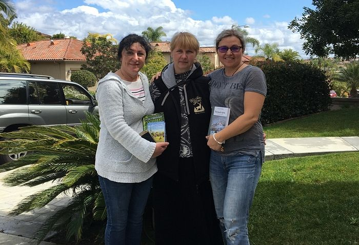 My dear travelling companions to Orthodox churches and monasteries of California, Natasha and Nastya.