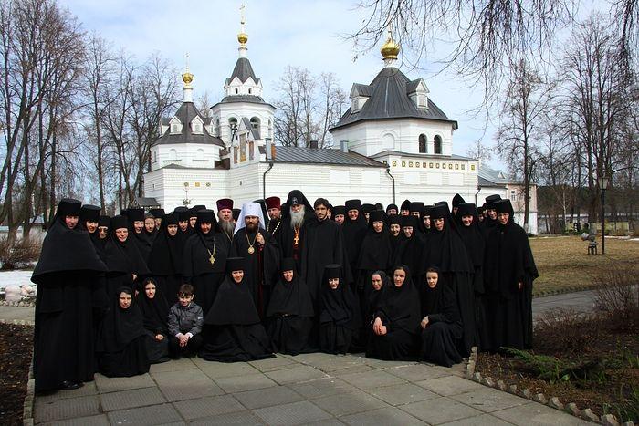 Митрополит Волоколамский Иларион и схиархимандрит Гавриил (Бунге) посещают Стефано-Махрищский женский монастырь
