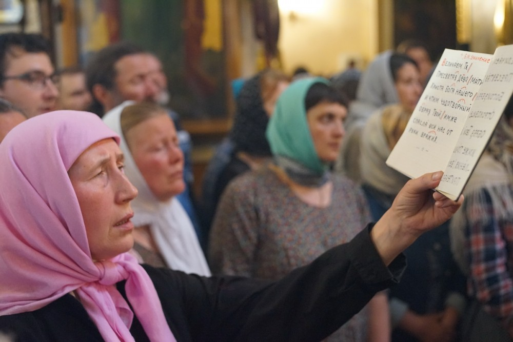 Singing the Akathist Hymn to the Mother of God
