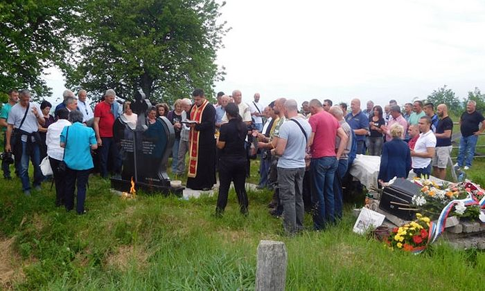 Парастос убијеним Србима у селу Чемерно код Илијаша. Фото: СРНА