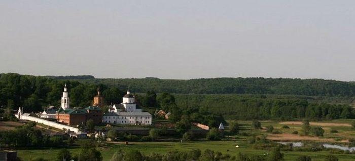 Вид Рыльского Свято-Николаевского монастыря