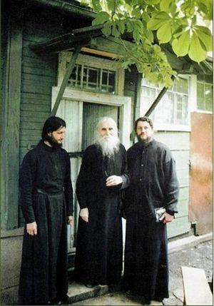 Јеромонах Јоасаф (Швецов) (први сдесна)