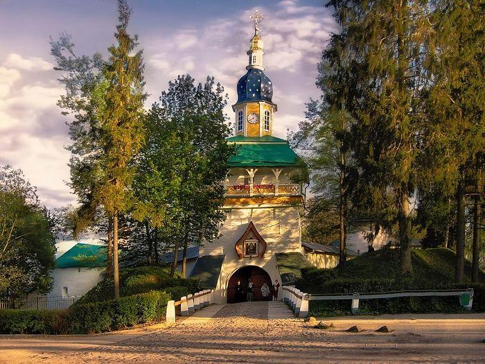 Святые врата Псково-Печерского монастыря