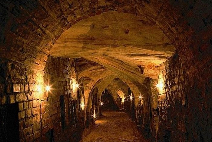 Богом зданные пещеры Псково-Печерского монастыря