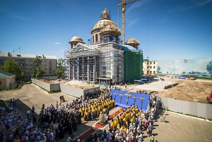 В Казани освятили кресты на купола воссоздаваемого собора на месте явления Казанской иконы Божией Матери