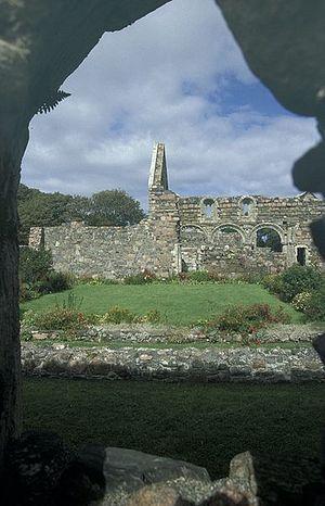 Руины средневекового женского монастыря на Ионе
