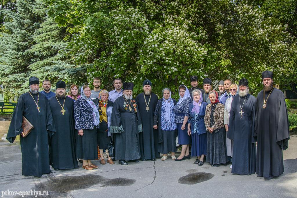 Митрополит Псковский Тихон провел встречу с заштатными священнослужителями и вдовами клириков Псковской епархии