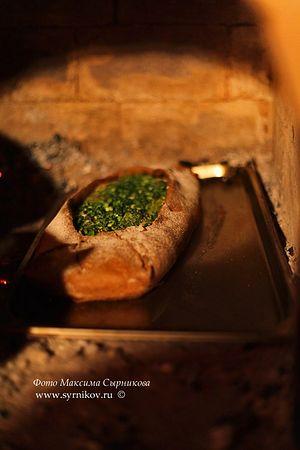 Ржаные пироги с зелёным луком. Фото: Максим Сырников