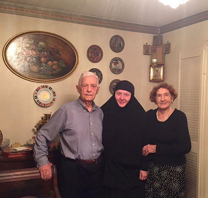 Мои родители Александр Иванович и Лидия Петровна Перекрестовы с монахинией Иулианией (Денисовой) из Минска в Монреале, 2016 год