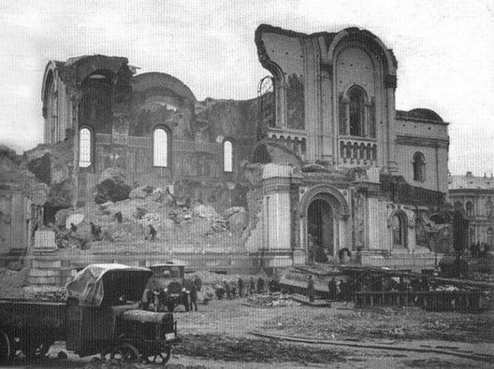 Уништење саборног храма Александра Невског у Варшави