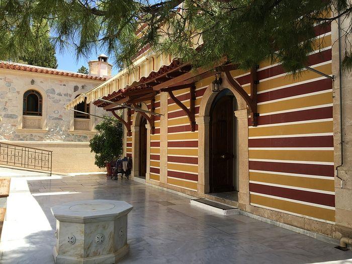 Храм с двумя приделами Святой Троицы и Святителя Нектария