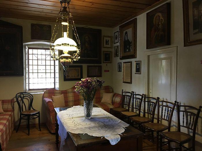 Гостиная в домике Святителя
