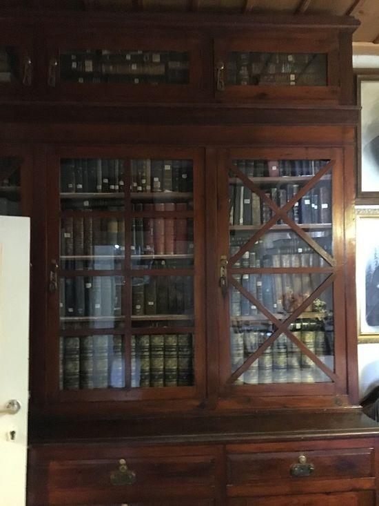 Книжный шкаф Святителя