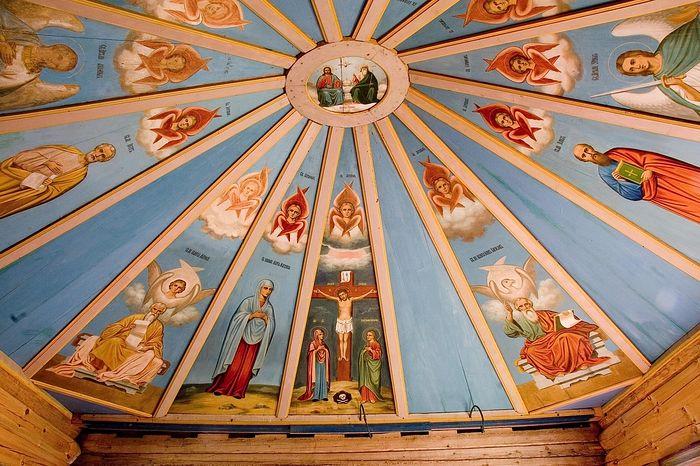 Расписные небеса в часовне Сошествия Святого Духа в д. Глазово. Фото из архива Парка