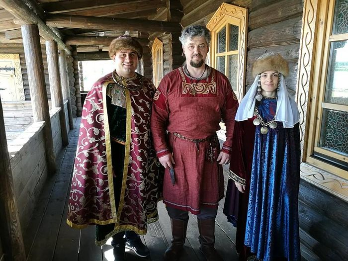 "Igor Ruchin, Director of the Sugorye historical and ethnographical complex, together with ""Prince and Princess Velickovic"""