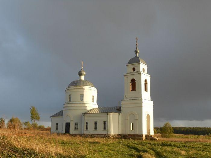 Один из самых любимых из восстановленных храм Спаса Нерукотворного образа в Курыничах