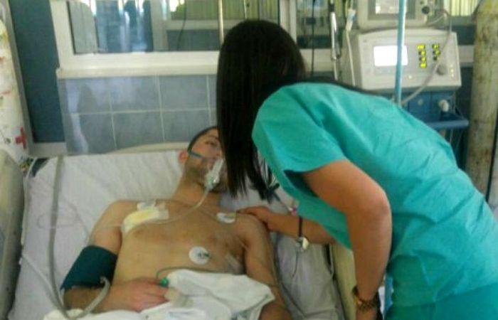 Фотографија: рањени Никола Дејановић на ургентном одељењу у Косовској Митровици