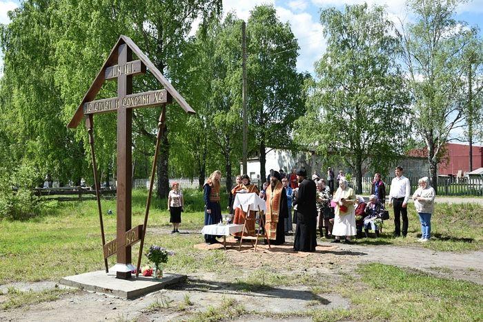 Освящение поклонного креста в пгт. Лесной