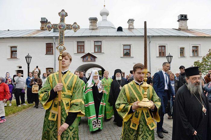 Святейший Патриарх Кирилл совершил славление у мощей преподобных Сергия и Германа Валаамских