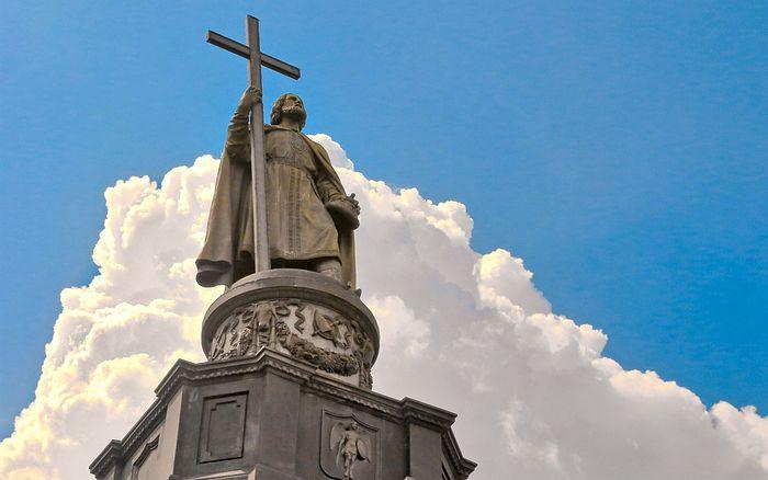 Памятник святому равноапостольному князю Владимиру – старейший скульптурный памятник Киева, сооружённый в 1853-м году, духовный символ города.