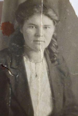 Бабушка Вера в молодости