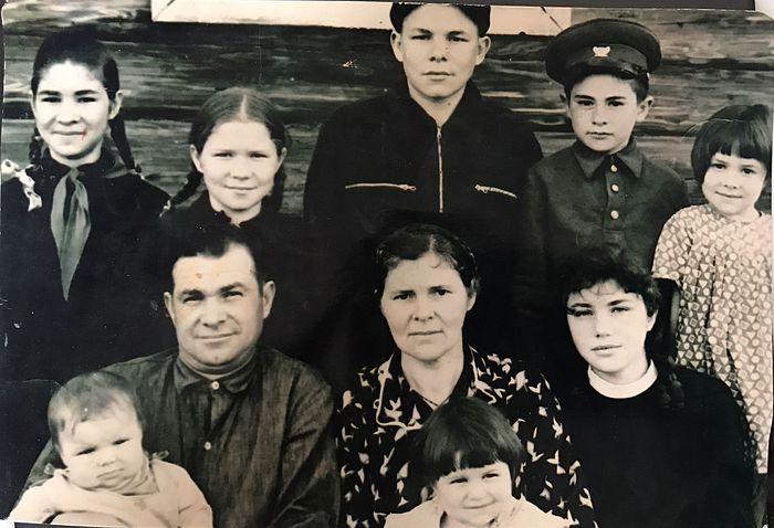 Вера, ее муж Сергей и их дети