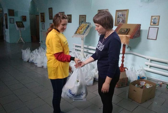 В социальном отделе Нерчинской епархии выдают гуманитарную помощь