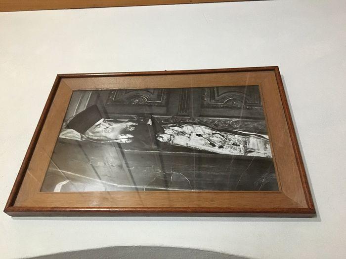 Фотография почившего святителя - именно таким он пребывал в течение нескольких лет после погребения